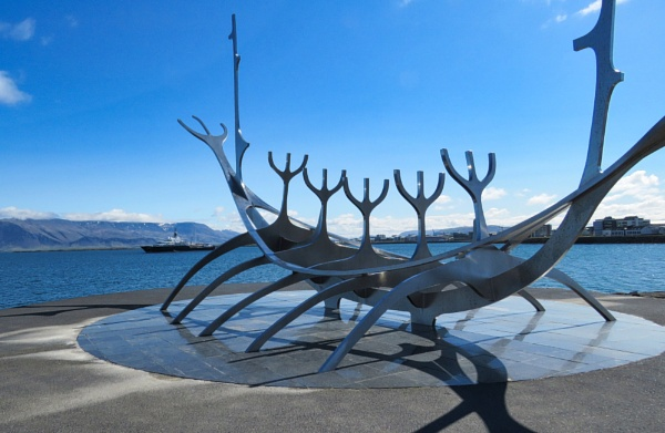 The Sun Voyager and Luna by TheURL