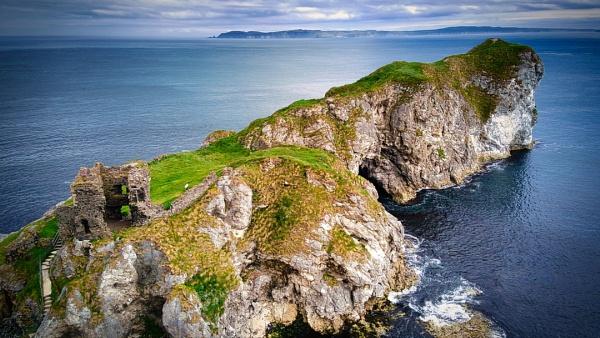 Kinbine Castle - N.Ireland by atenytom