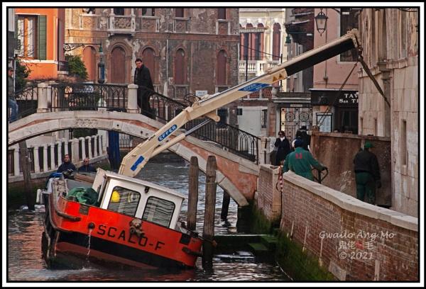 How to move things, a la Veneziana by GwailoAngMo