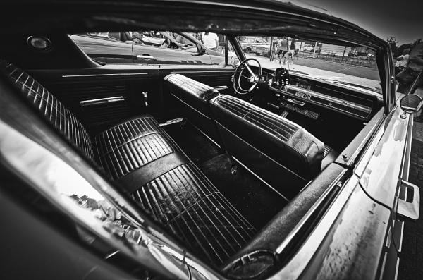 Inside a vintage US car by icipix