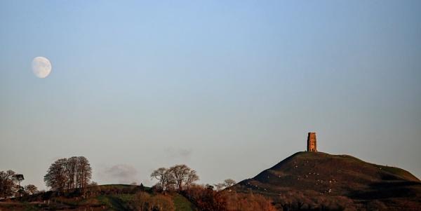 Mystic Glastonbury Tor by Ffynnoncadno