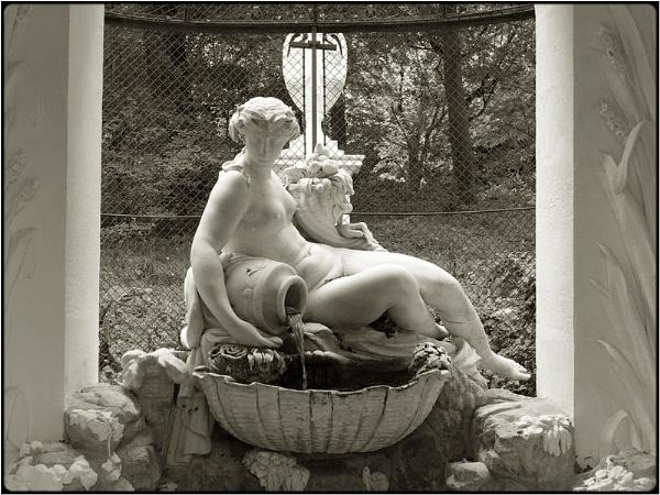 schönbrunn fountain by FabioKeiner