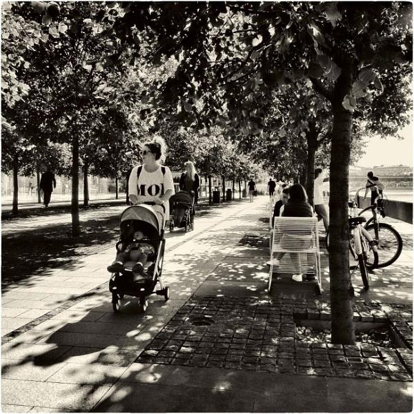 summer day 54: promenade shadows by leo_nid