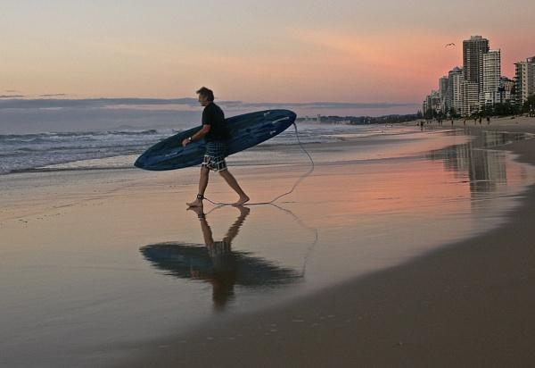 Sunrise Surfers Paradise by harrywatson
