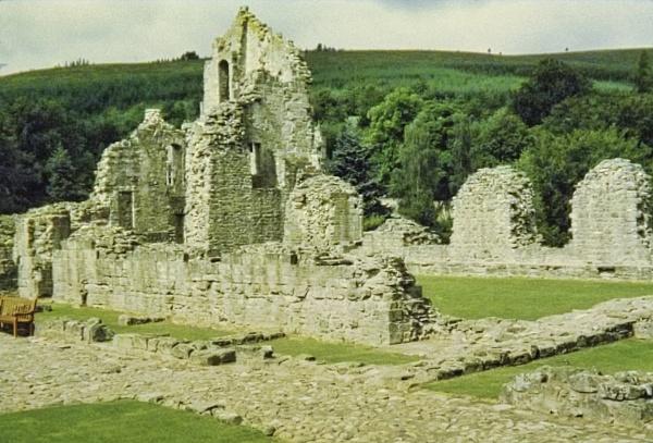 Kildrummy Castle by silverscot