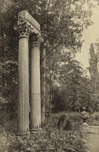 Twin Columns by AlfieK