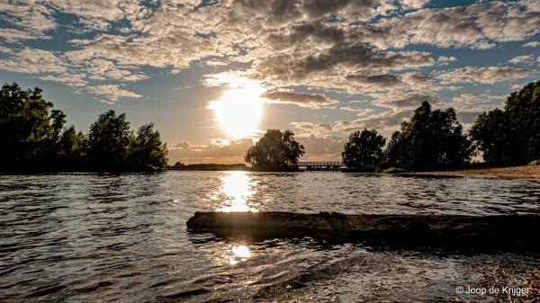 Evening sun by joop_