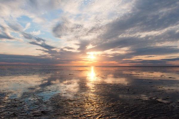Sunset over Snettisham beach by GwB