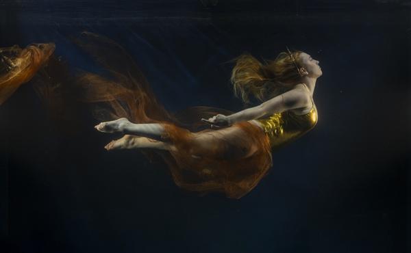 Angelic swim by rontear