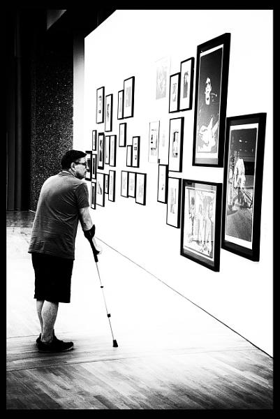 The Lone Viewer III - 3-Legged Thing by saltireblue