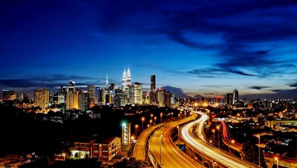 Kuala Lumpur at dusk...... by sawsengee