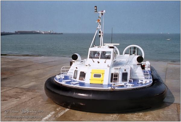 Isle of Wight Hovercraft by TrevBatWCC