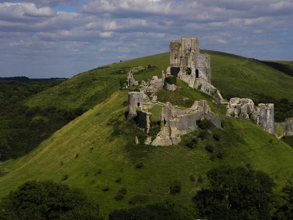 Corfe Castle by hughsey