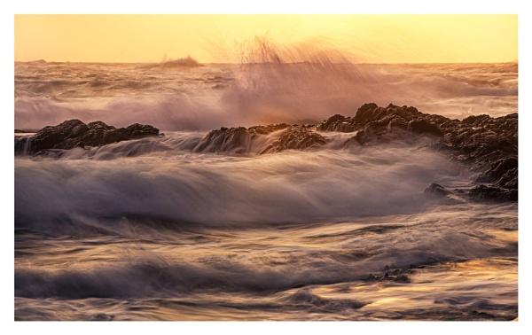 L\'Etacq waves by happysnapper