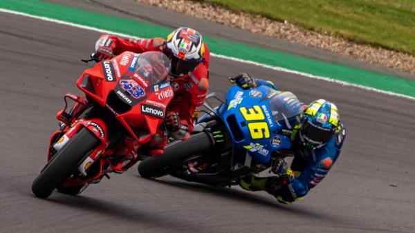 Ducati vs. Suzuki by barthez