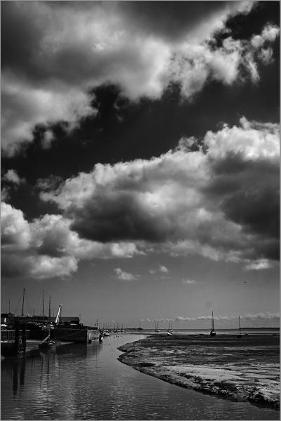 Thames Estuary - Low Tide by AlfieK