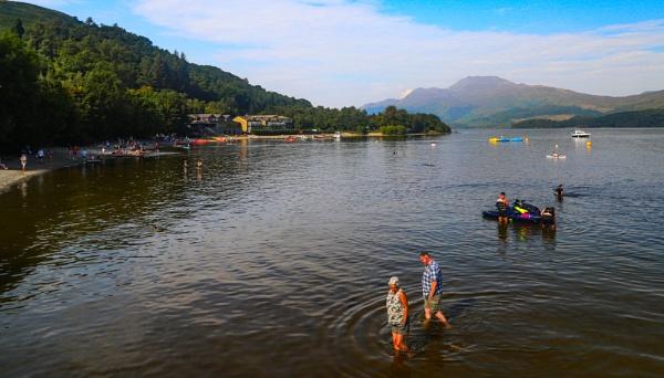 Paddling in the Loch by Ffynnoncadno