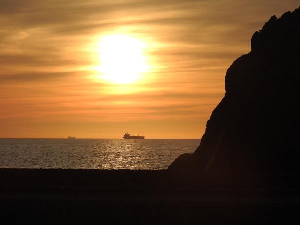 Sun setting over Mullion cove by Alan26