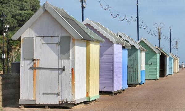Beach huts at Felixstowe by michaelfox