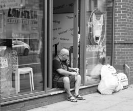 Waiting (mono Manchester)
