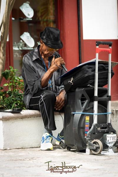 Street performer by IainHamer