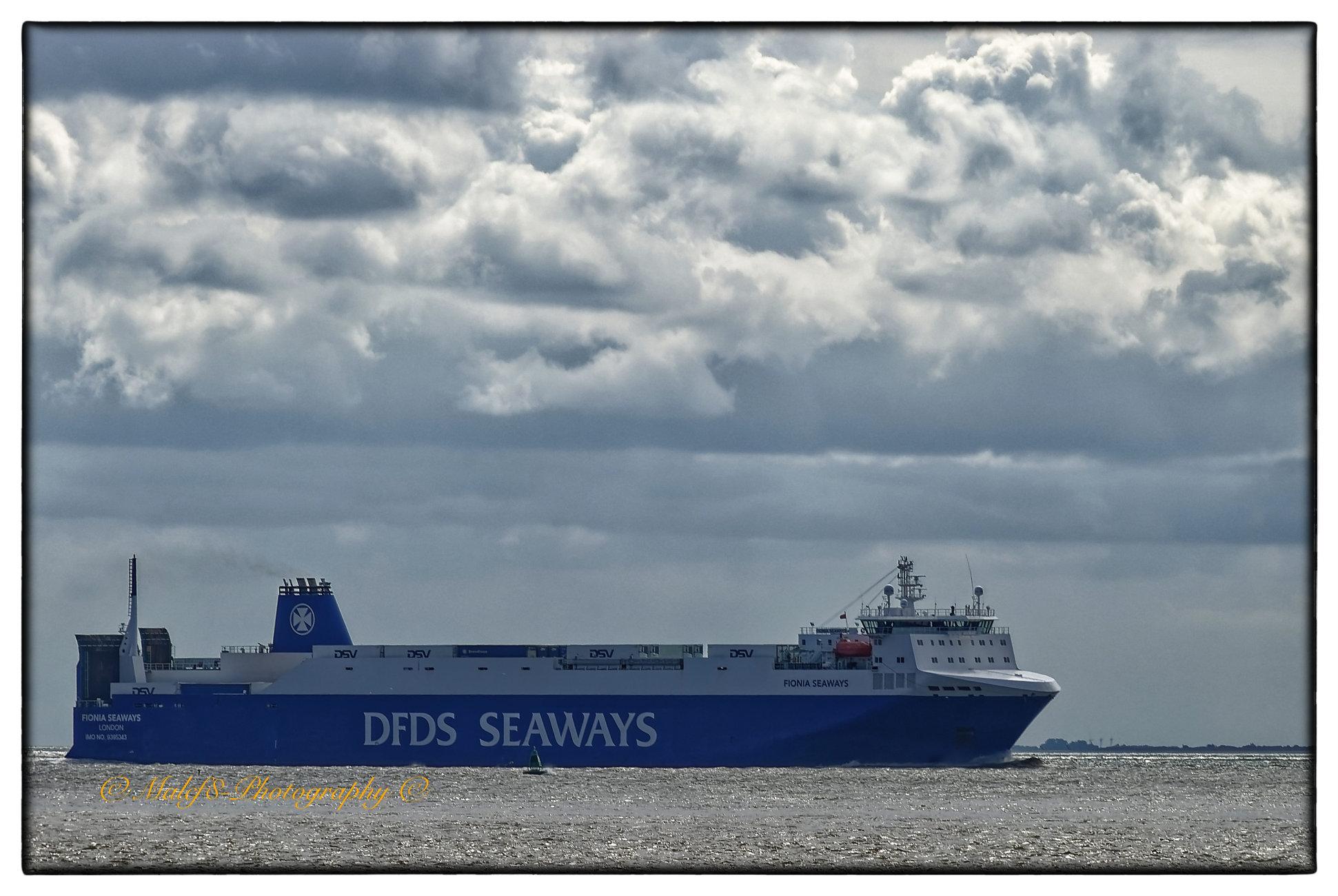 Views at Spurn, Humber Estuary Shipping