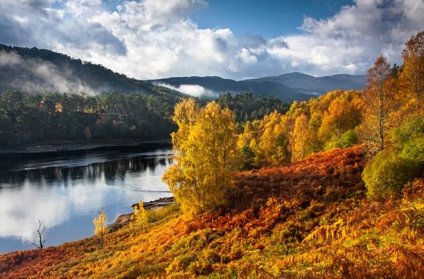 Autumnal Glory, Loch Beinn A\' Mheadhoin by flatfoot471