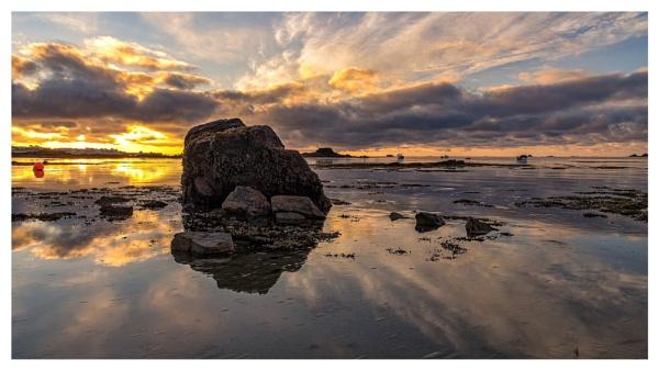 La Hocq Sunrise by happysnapper