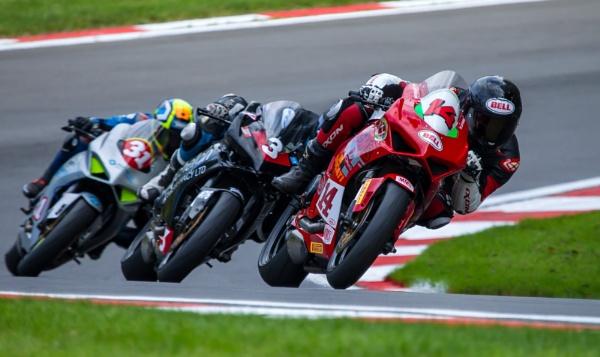 Close racing by rickie