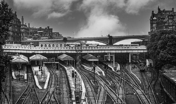 Edinburgh railway station 1977 by ivalyn