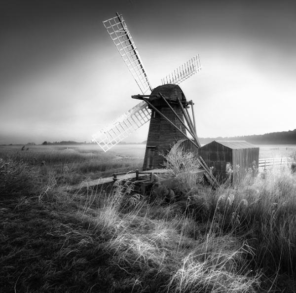 Air of Stillness by chris-p