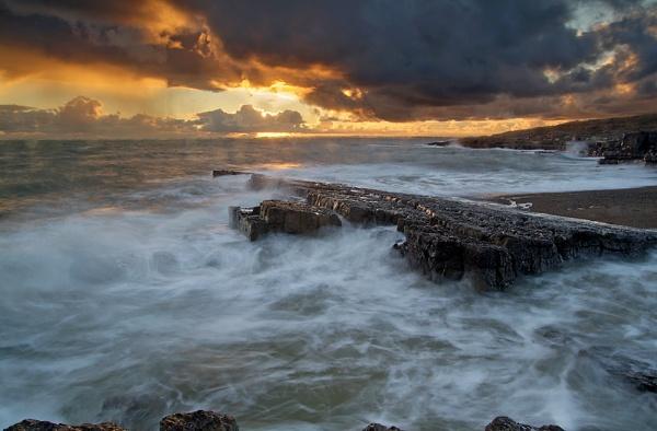 Storm warning! by LittleTaffia