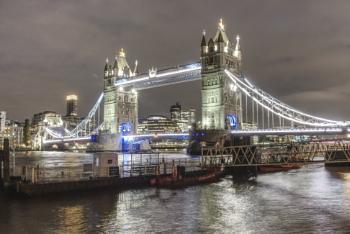 Tower Bridge at night HDR261021