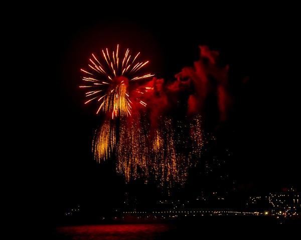 fireworks-over-the-bay.jpg