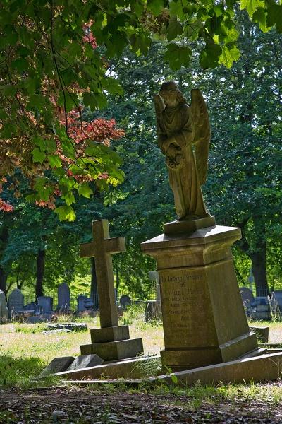 2-scarborough-cemetery-1--11aug13.jpg