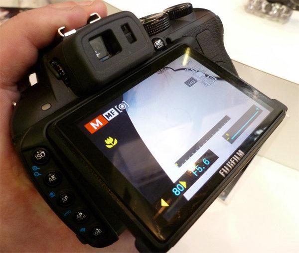 fujifilm-finepix-hs20-exr-focus-back.jpg