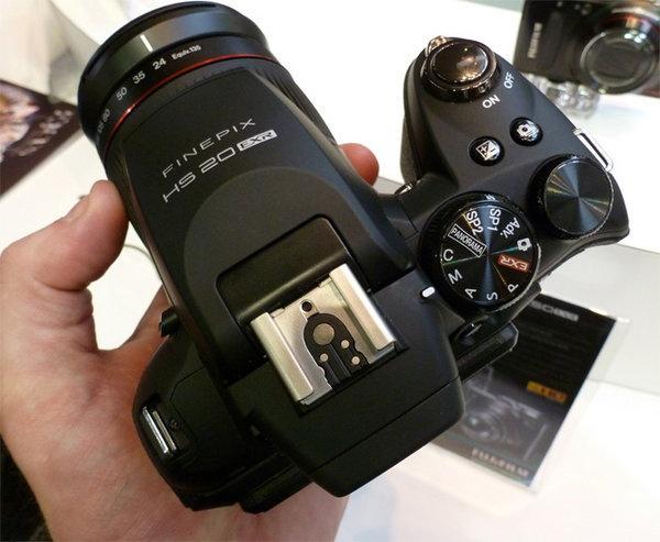 fujifilm-finepix-hs20-exr-focus-top.jpg