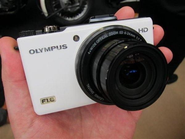 olympus-xz-1-white--2---small-.jpg