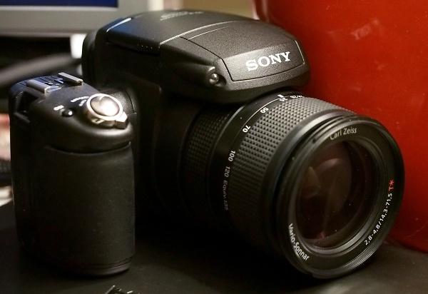 sony-cyber-shot-r1--2---custom-.jpg