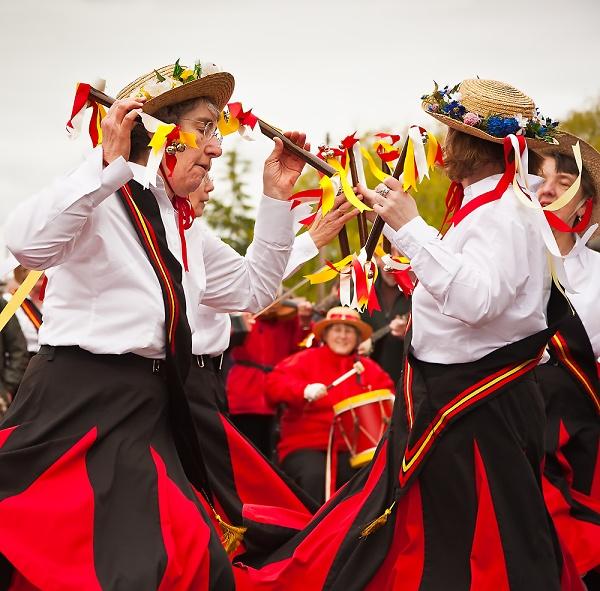 2-downton-cuckoo-fair-dancers.jpg
