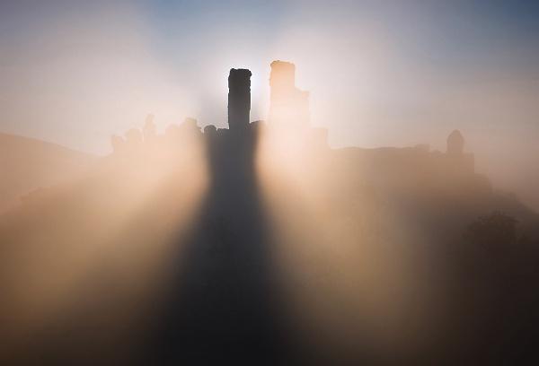 corfe-castle-contre-jour-dark.jpg