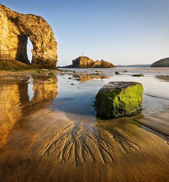 perranporth-arch-with-seaweed-rock-fg-interest.jpg