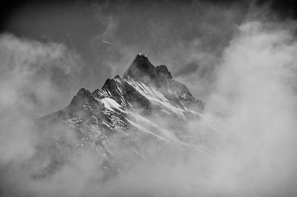 3-schreckhorn-in-the-clouds.jpg