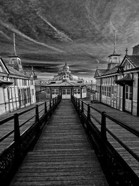 1-eastbourne-pier-bw.jpg