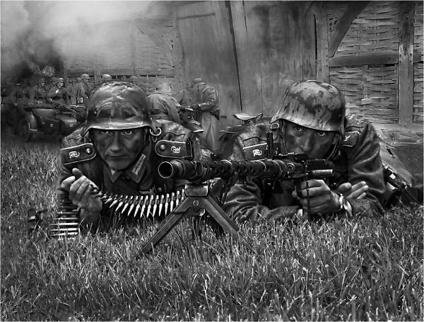german-machine-gunners-comp.jpg