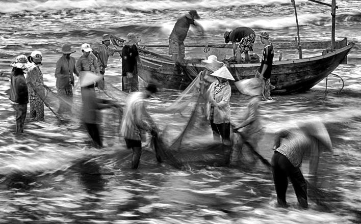 Rhythm of life at sea